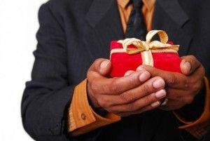 Що подарувати хлопцеві на день народження?