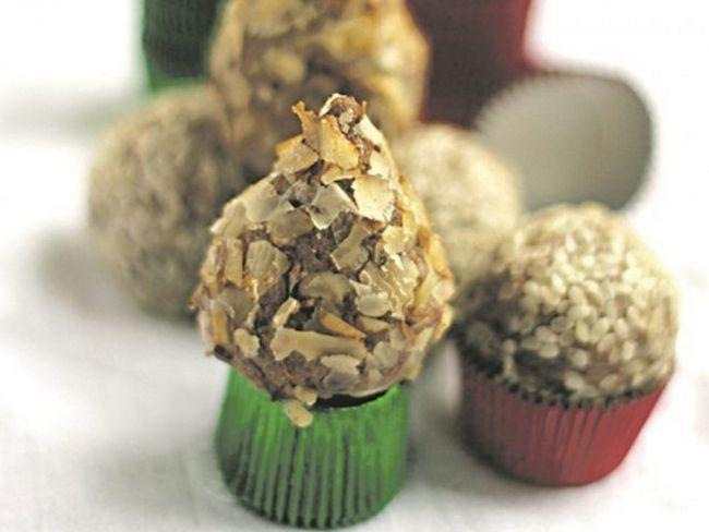 Домашні цукерки з горіхами і чорносливом