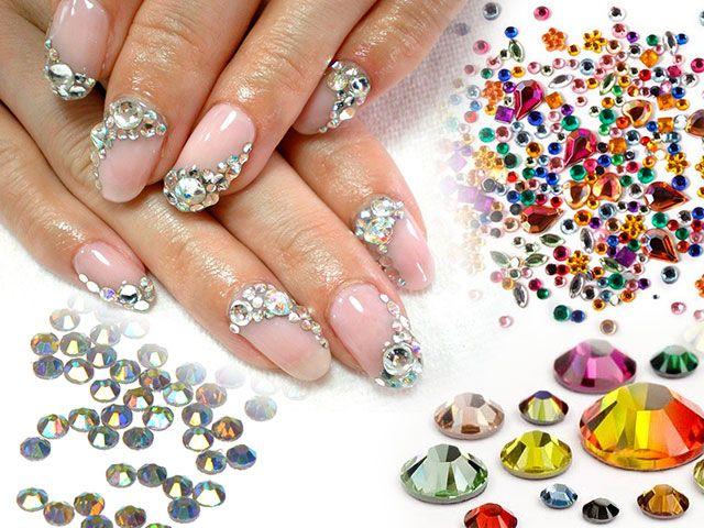 Фото дизайну нігтів зі стразами