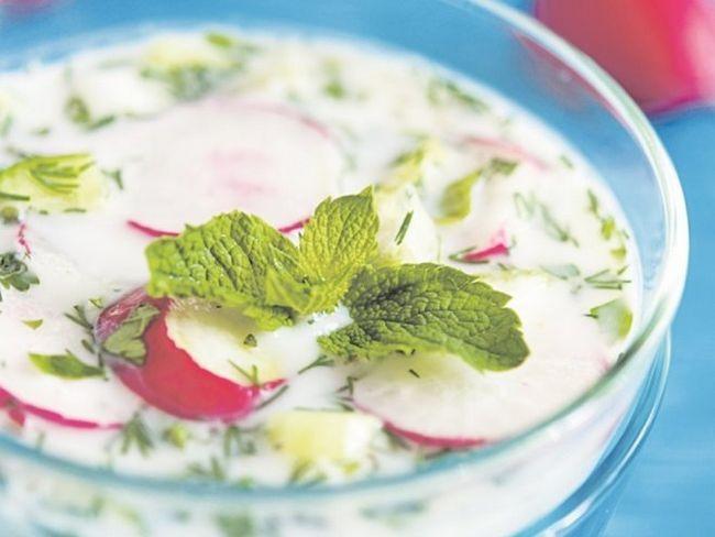 Холодний суп з редискою і селерою