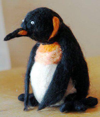 Іграшка-пінгвін в техніці сухого валяння