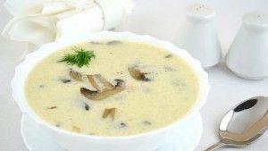 Як приготувати сирний суп з куркою і печерицями?