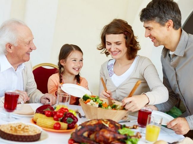 Як сімейна вечеря допомагає у вихованні дитини?