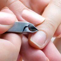 Як прибирати кутикулу нігтя і правильно доглядати за нею