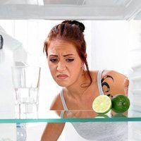 Як прибрати з холодильника неприємний запах, намагаємося позбутися проблеми