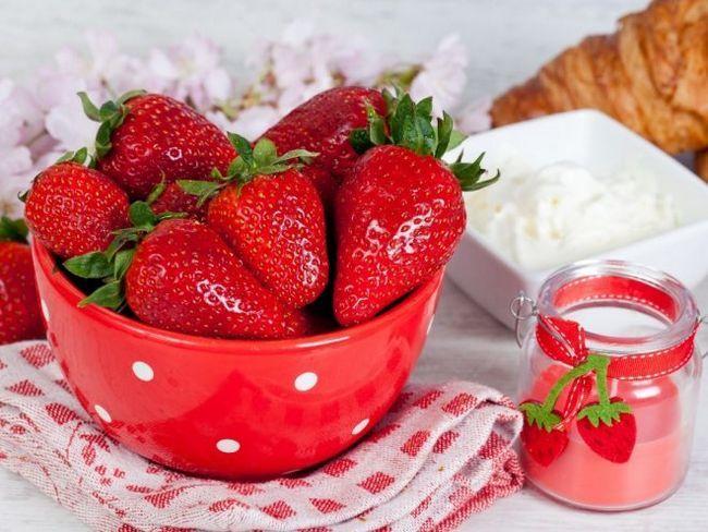 Полуниця - головна ягода літа