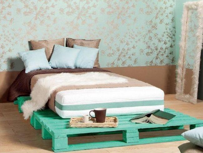 Ліжко з дерев`яних піддонів своїми руками