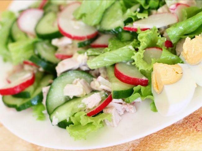 Ніжний і свіжий салат «квітень»