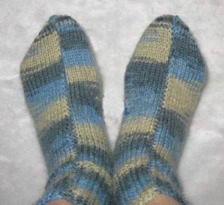Шкарпетки спицями для початківців - схеми і опис в`язання на 2 і 5 спицях для жінок, чоловіків і дітей