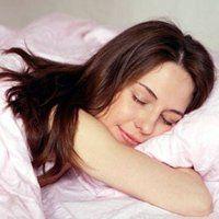 Чому не можна спати на животі, що відбувається з організмом в цій позі