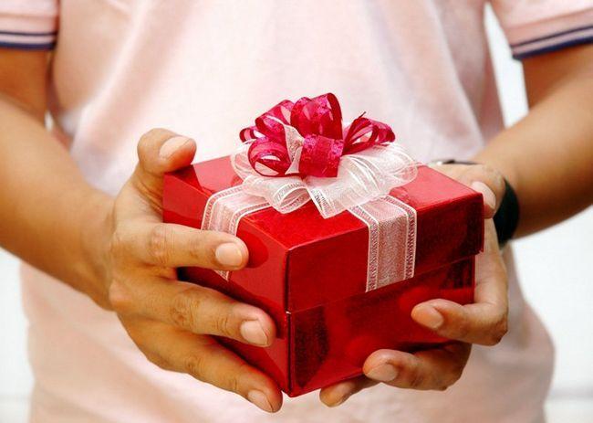 Подарунок мамі на день народження своїми руками: оригінальні ідеї подарунка від дочки і від сина + відео-добірка майстер-класів
