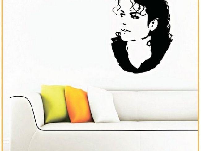 Портрет Майкла Джексона на стіні