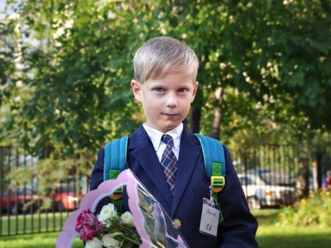 Дитина йде в школу