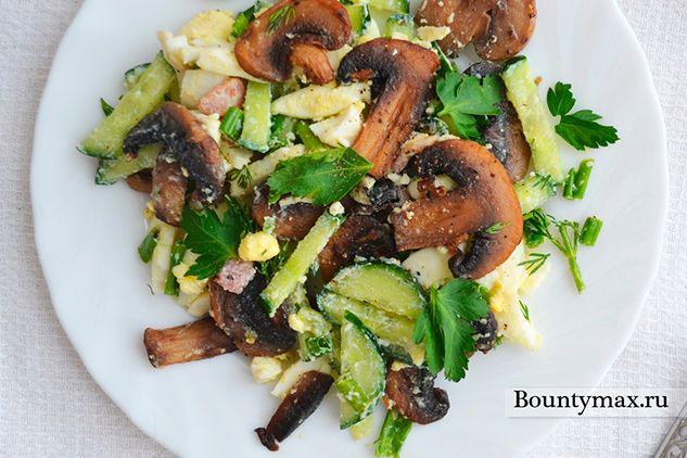 Салат з печерицями та зеленню