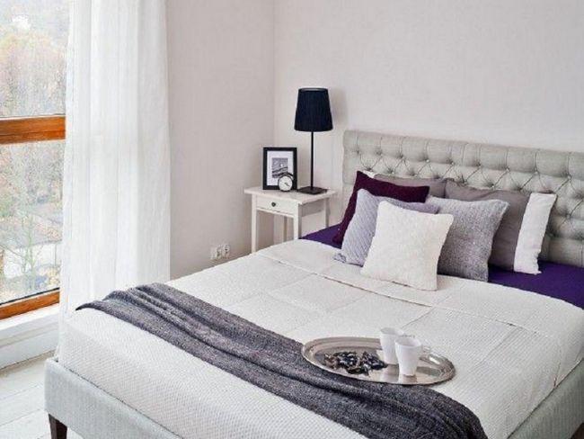 Маленька спальня в світлих тонах