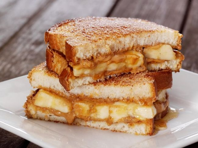 Сирно-банановий бутерброд - смачний альтернативний сніданок