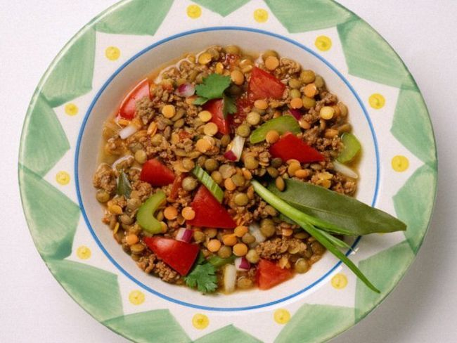 теплий салат з сочевицею
