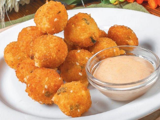 Сирно-сирні кульки у фритюрі