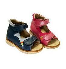 Чи всім дітям потрібно носити ортопедичне взуття?