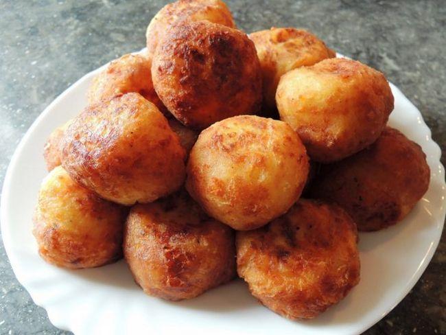 Золотисті картопляні колобки з м`ясом